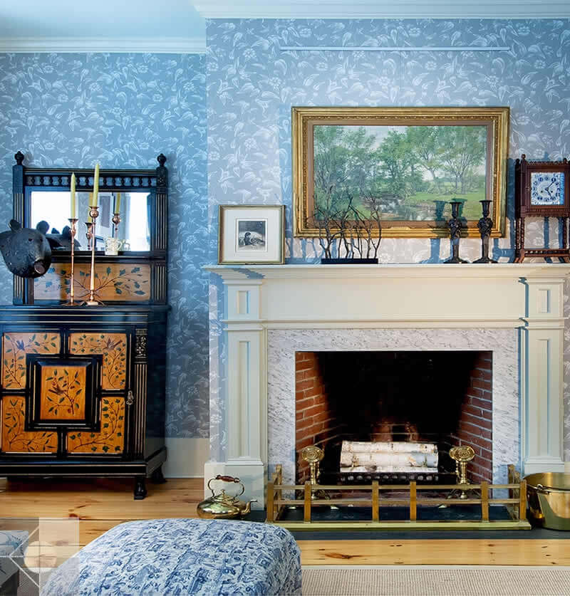 Interior design: Greek Revival custom mantle design by Phelps Architects.