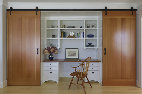 Interior design desk and built in shelves of Cushing, Maine home by Phelps Architects.